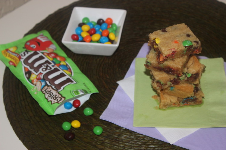 M&M's® Crispy Cookie Cake Bars #crispyisback #collectivebias