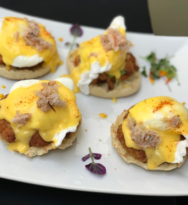 MoBu Fusion Cafe Boca Raton, Crab Cake Eggs Benedict