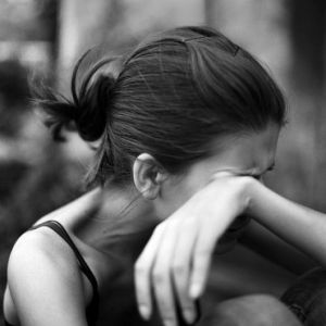 black-and-white-pictures-of-people-crying_2