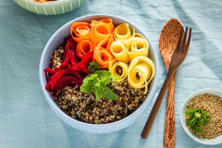 Getreidefrei und vegan: Bio-Quinoa-Bowl bunt