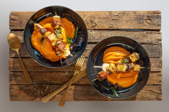 Mahlzeit aus meiner veganen Küche: Tempeh-Spieße