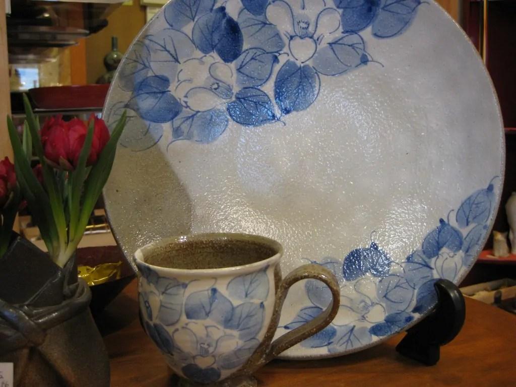 椿絵の盛り皿と小皿