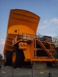 300トンダンプ