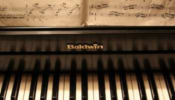 5 Piano Exercises That Target Your Left Hand – TakeLessons Blog