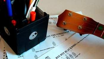 Top 10 Essential & Easy Ukulele Songs for Beginners – TakeLessons Blog
