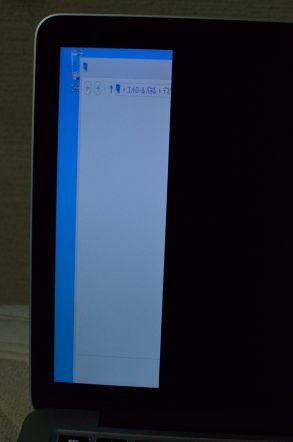 13インチMacBook Pro Retinaディスプレイモデル bootcamp Windows8 青い画面が左 右側が真っ黒