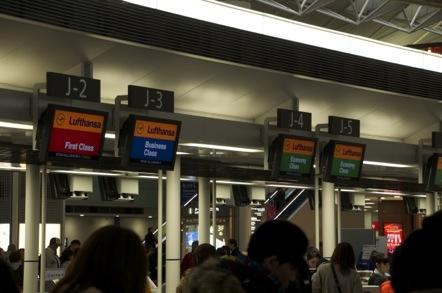 中部国際空港 ルフトハンザ チェックインカウンター