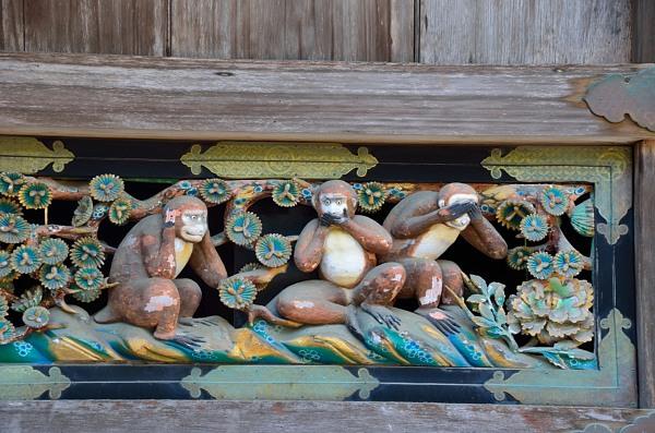 「見ざる・言わざる・聞かざる」の三猿の彫刻