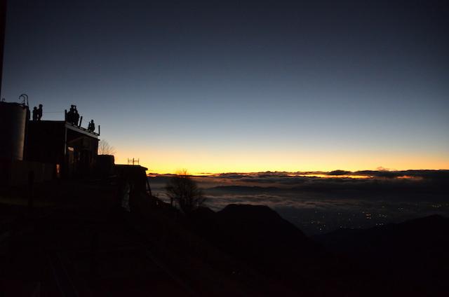 燕山荘 夜明け前