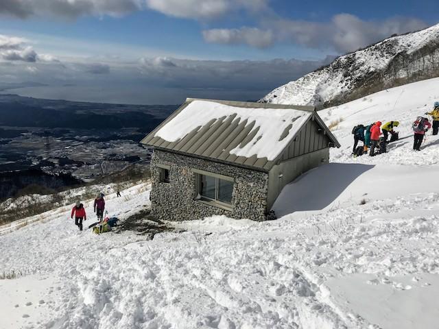伊吹山 冬 雪山登山 下山 避難小屋