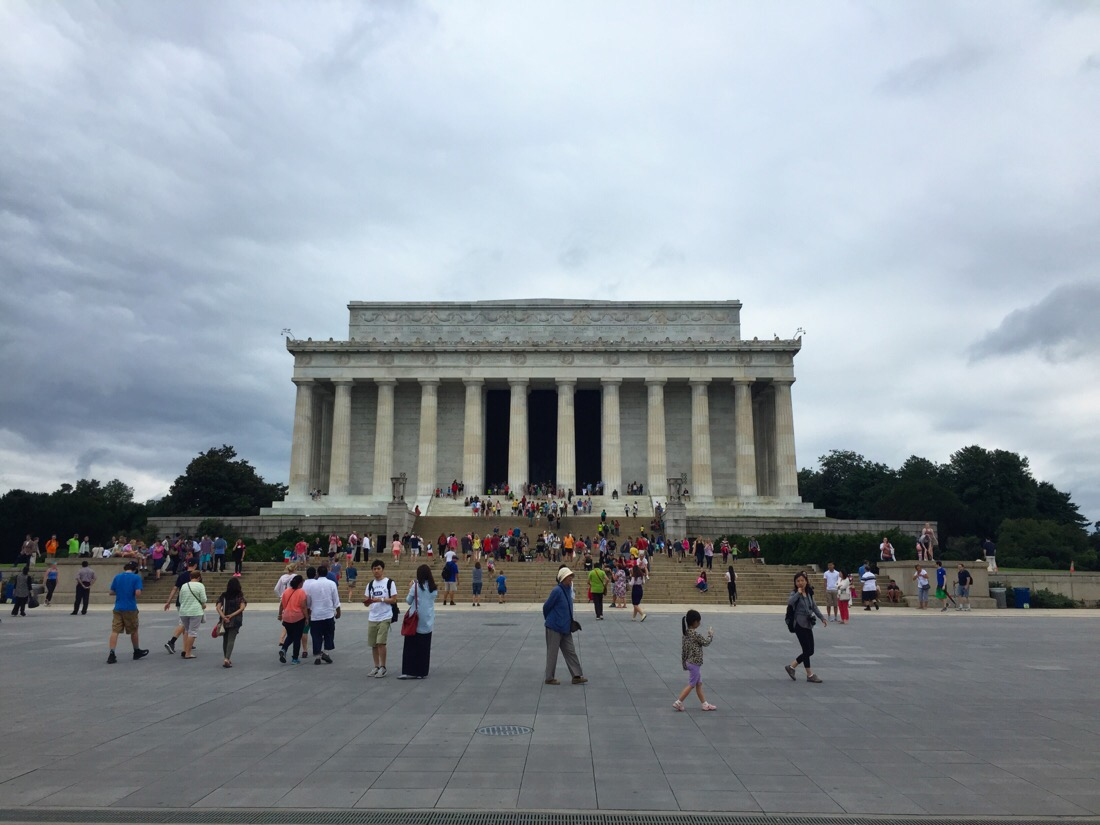 lincoln memorial on the national mall in washington dc