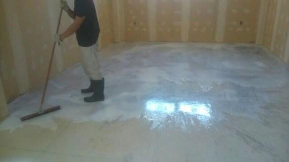床のセルフレベリング1