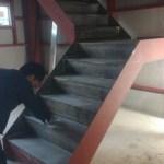 階段の踏み面のモルタル塗り