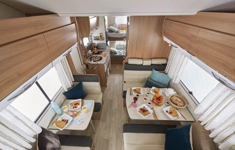 Camping-car-Capucine-C700S-Pilote-Vue-depuis-couchage-bulle-461x295