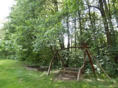Copii au un loc de joacă amenajat și o pădure pentru explorat