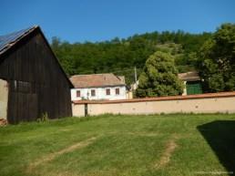Campingul are o suprafață de 1 000 mp și 15 locuri disponibile pentru campare
