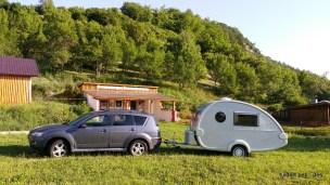 Proprietarii campingului sunt reprezentanți ai fimelor Knaus și Truma, vând rulote, accesorii și piese, având magazin și service în cadrul campingului