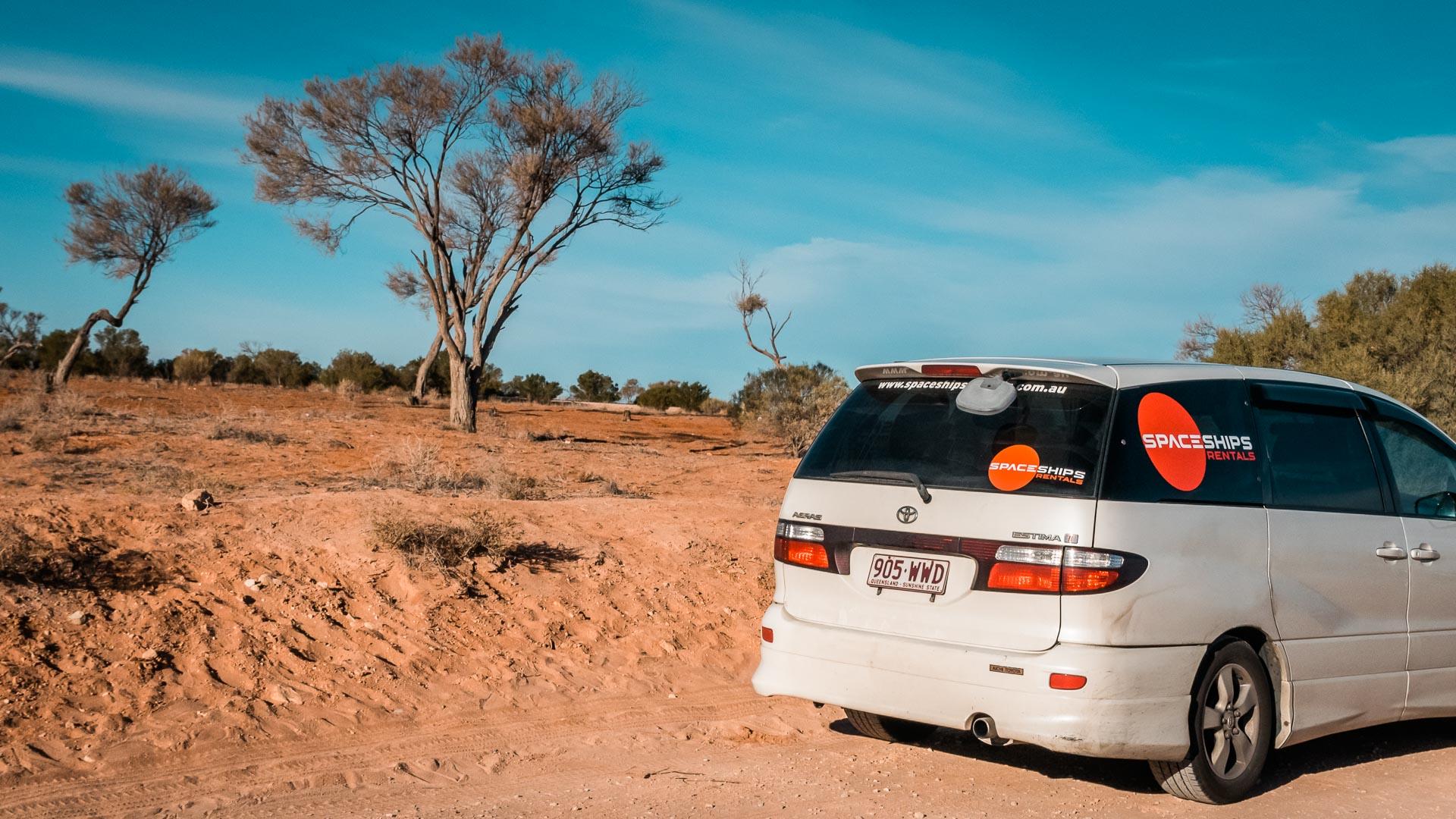 Samochód Spaceships Rentals, Outback, Australia