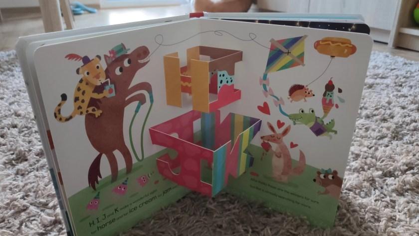 Książeczka dla dzieci po angielsku - Alfie and Bet's ABC