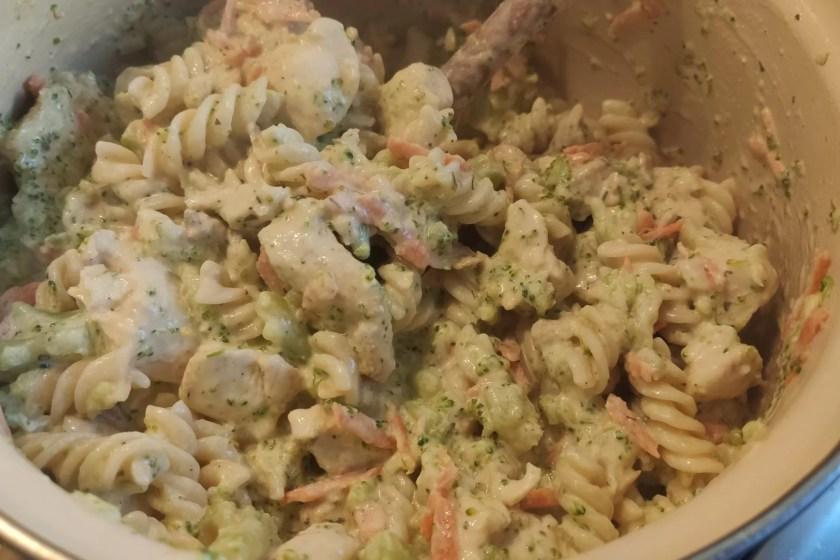 Makaron z kurczakiem i brokułem w sosie śmietanowym