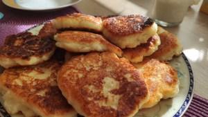 Serniczki z patelni, czyli pyszne placuszki z serem białym