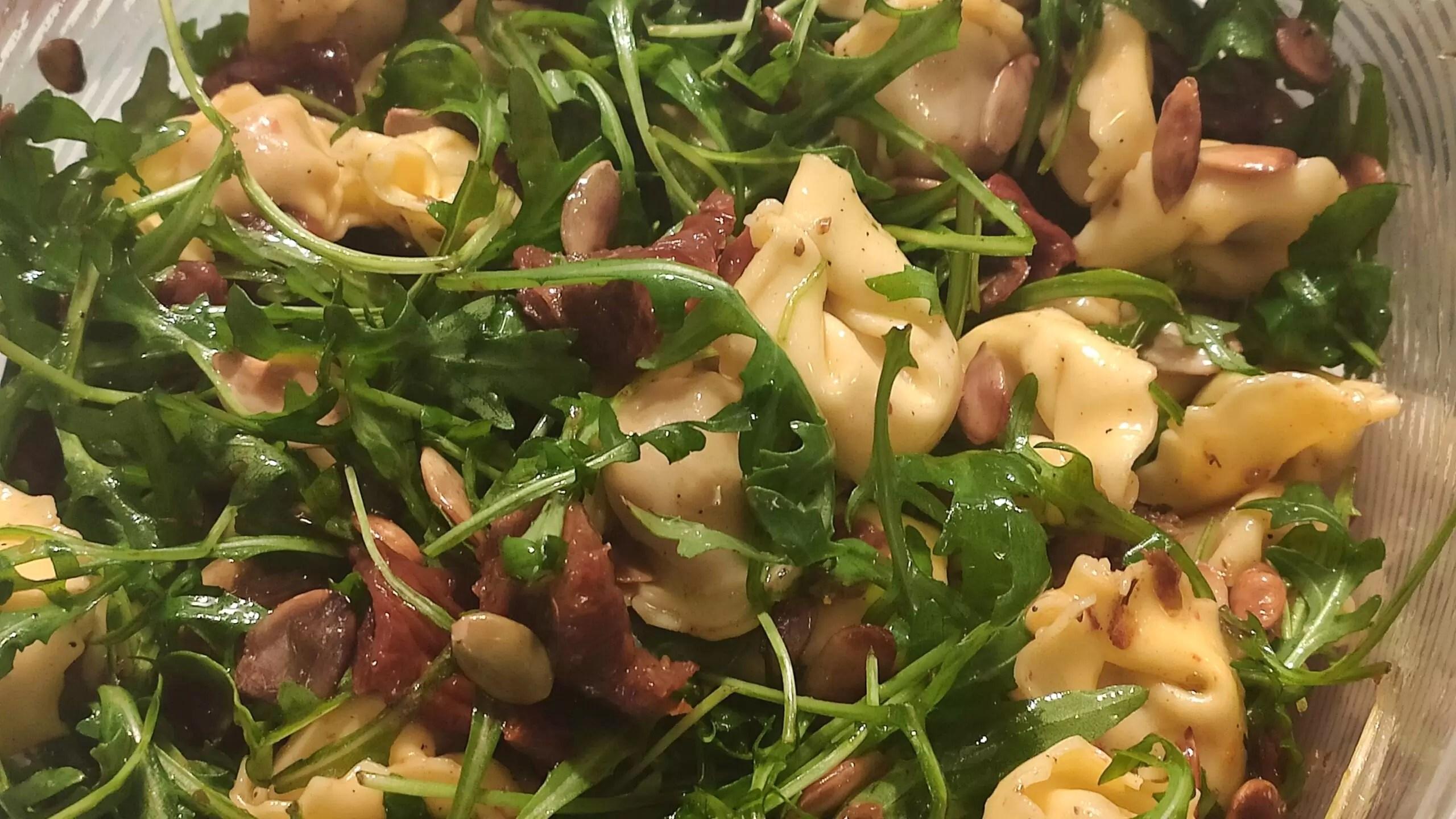 Sałatka z Tortellini i pomidorami suszonymi