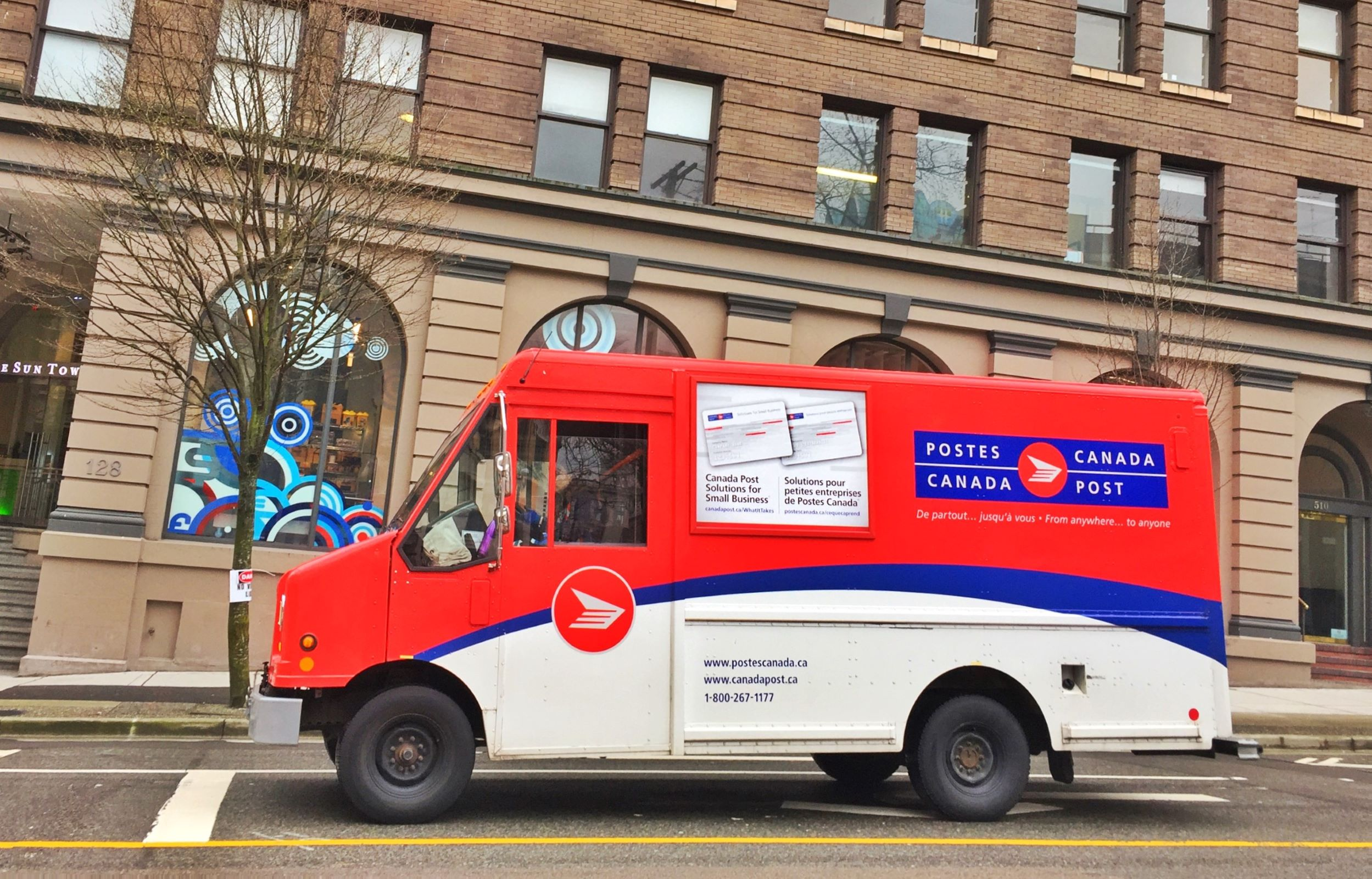 Democrats Worried Canadian Post Office Won't Deliver Mail-In Immigration Applications in Time