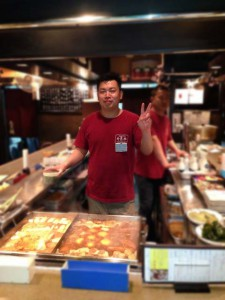 関東煮(かんとだき/おでん)の鍋番をがんばる峯松さん