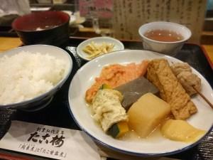 ホワイティうめだ(地下街)にある たこ梅 東店の「関東煮定食」です