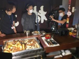 「のれんの向こう側」っていうコーナーなんですが、文字通り暖簾を背景に関東煮(かんとだき/おでん)を撮影です