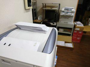 たこ梅通信の封筒の宛名印刷中です