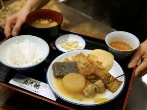 お昼の関東煮(かんとだき/おでん)定食