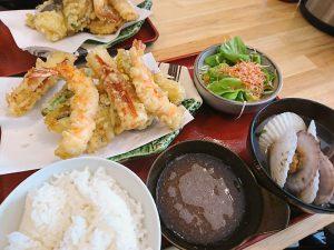 お昼ご飯はみんなで天ぷらです