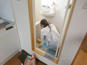 ダスキンのメリーメイドさんが社員寮のお風呂もキレイに清掃中です