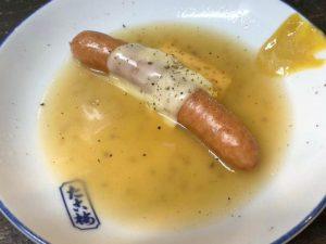 店主も店長も知らない関東煮・おでん「粗挽きソーセージのチーズのせ」