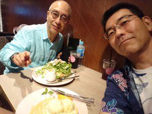 長田さんとパンケーキを食べながら意見交換