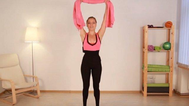 упражнение с полотенцем для рук