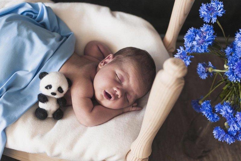 маленький младенец