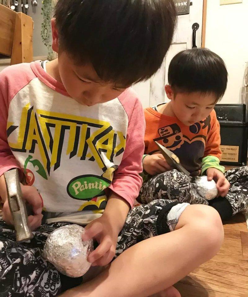 шарик из металлической фольги