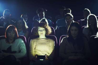 texting-during-a-movie