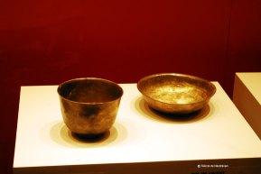Cupa pentru vin si bol pentru alimente, din argint, realizate cu o forma incipienta de strung.
