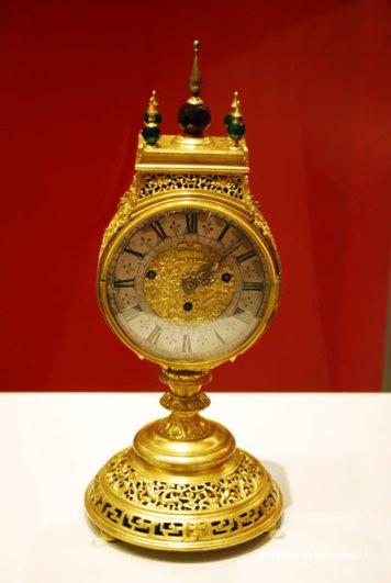 Ceas imperial de masa cu suport din bronz aurit pentru palarii Dinastia Quing 1644-1911