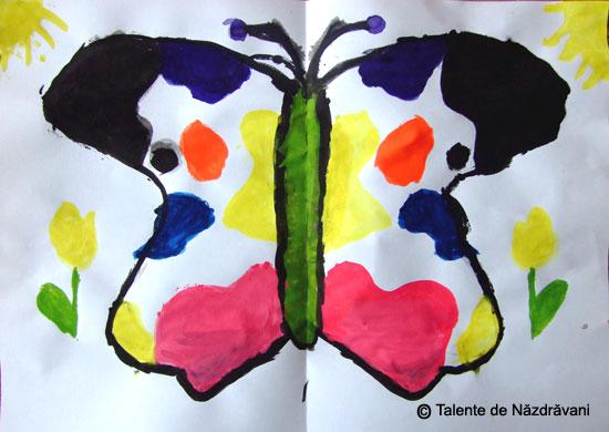 Fluture - pictură în oglindă prin îndoire