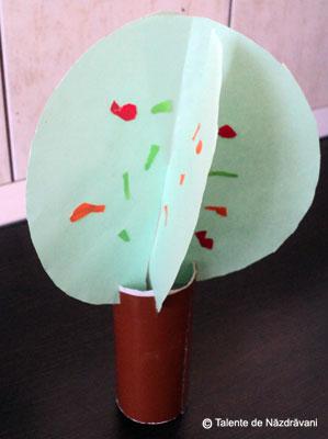 Copăcel de toamnă din tub de carton reciclat