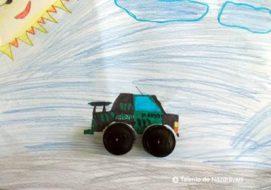 Colaj cu dopuri de plastic reciclate - mașină