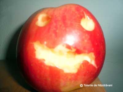 Sculptură în măr