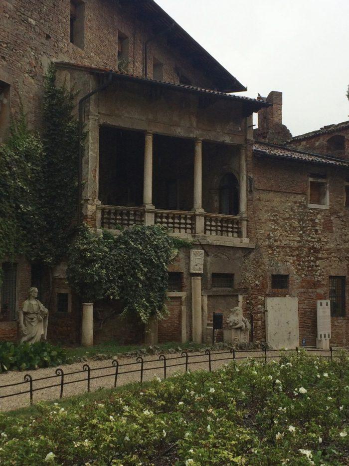 Esterno del Teatro Olimpico di Palladio a Vicenza