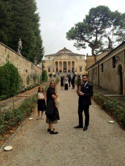 All'ingresso della Villa La Rotonda con Patrizia Piccinini e Bruno Tarsia
