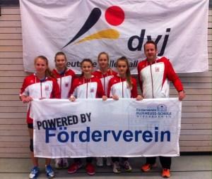 Für die EHS spielten (von links - s.o.): Zoé Fach, Hannah Young, Fee Kube, Jula Neuendorf, Vivia Minor, Betreuer Benjamin Corts