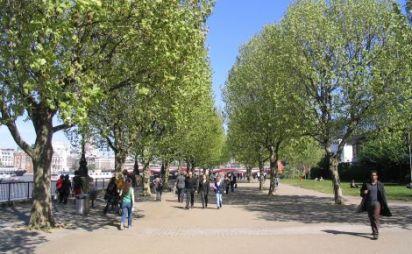 Riverside_walkway_summertime_180dpi_501013fd2e8e2